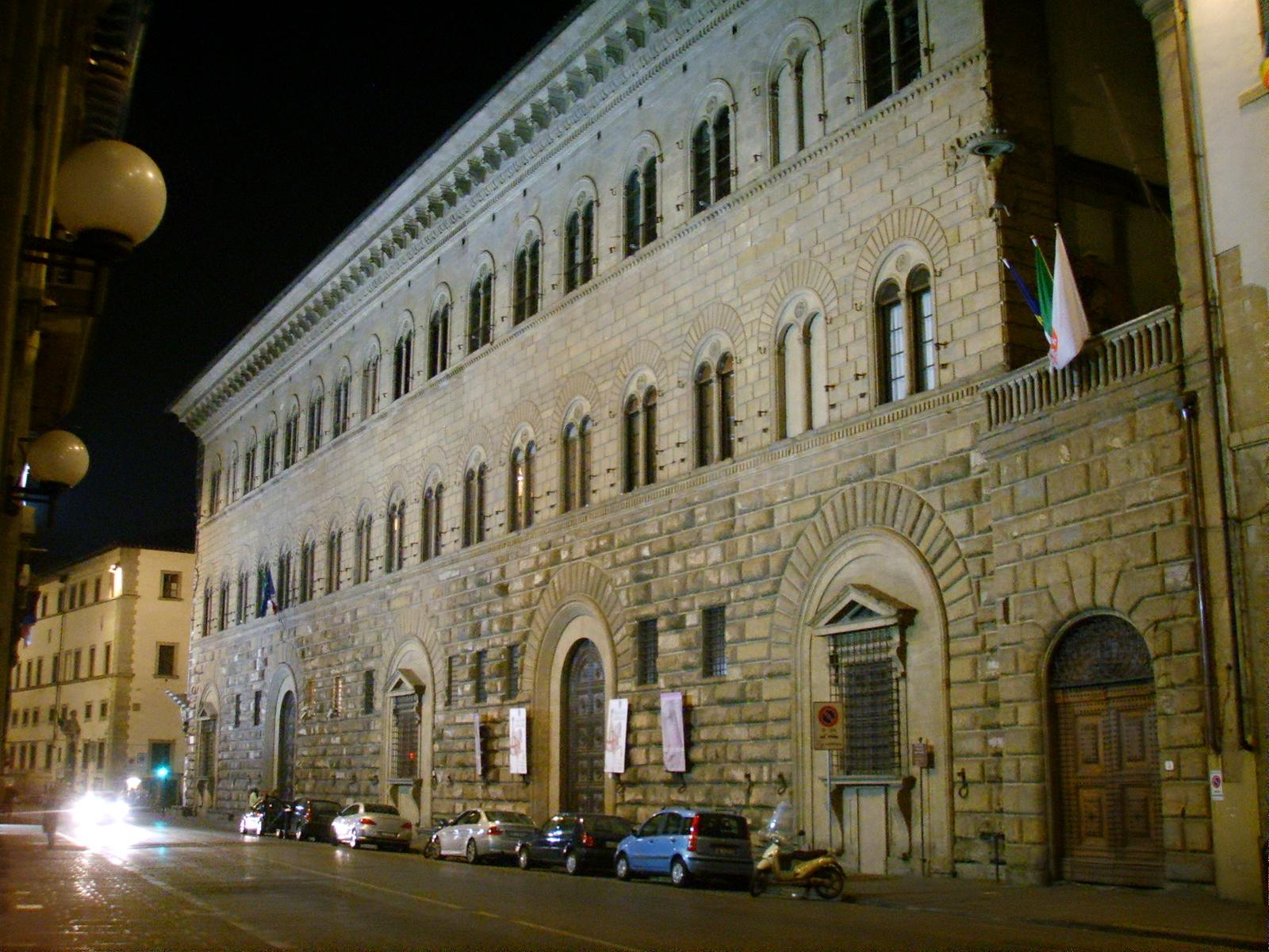 Palazzo_Medici_Riccardi_by_night_01