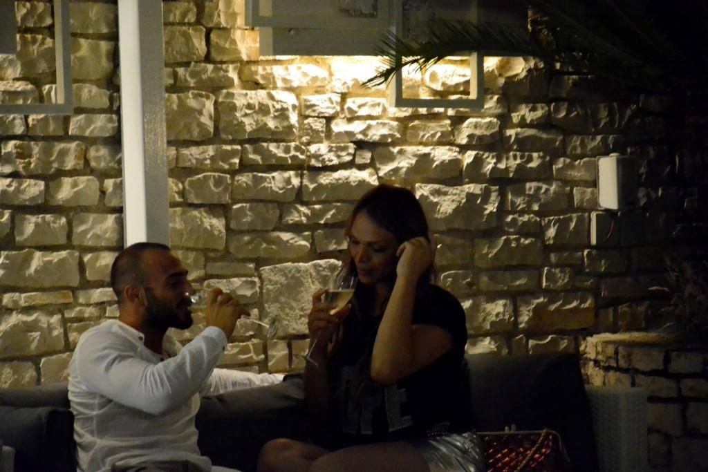 la manager dei vip Manila Gorio sorpresa a Milano in un noto ristorante con la sua fiamma l'ex Gieffino Nathan Lelli (10)