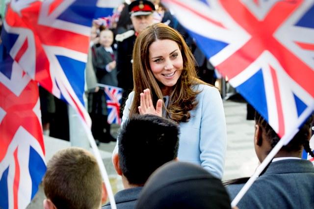 Catherine Herzogin von Cambridge besucht die Aldridge Academy in London / 190115 ***19-1-2015 - LONDON The Duchess of Cambridge , Kate visits Kensington Aldridge Academy in London***
