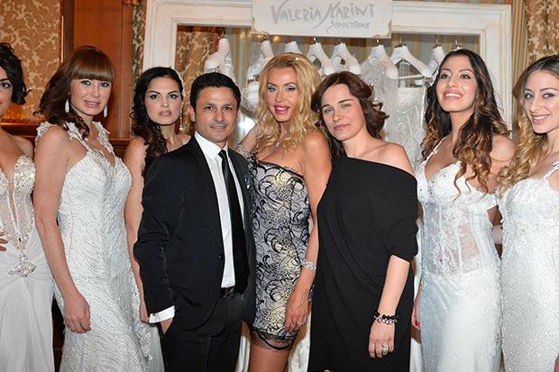 Gino-Signore,-Valeria-Marini-e-Vittoria-Foraboschi-con-alcune-modelle