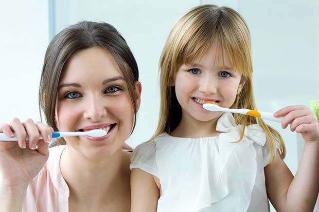 denti,cura dentale,pulizia orale,spazzlino,lavare denti