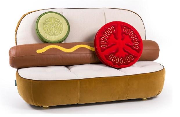 Dalla credenza polifemo al divano sandwich oggetti for Divano a elle