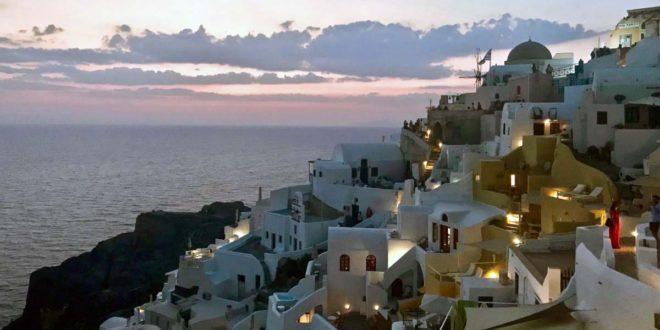 Santorini tra spiagge e viuzze: dove andare?
