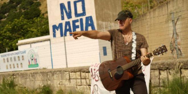 """""""Bomba"""", il nuovo videoclip antimafia di Carlo di Vita"""