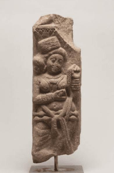 Yakṣi, pilastro di una balaustra